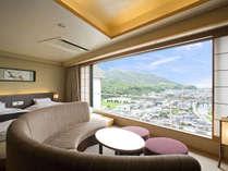◆コーナースイート‐山草花◆ソファに腰掛け、何もしない時間を楽しむのも最高の贅沢です。