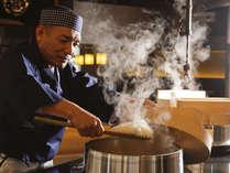 【レストラン‐料理イメージ】おくどはんで炊いたご飯は、絶妙にブレンドされたもち米が隠し味です。