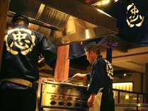 【レストラン‐丸忠】調理風景を見せることができるのは、技に自信があるからこそ。