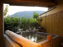 【花くらぶ‐客室露天風呂】山々を眺めながら、誰にも邪魔されない贅沢な湯浴みを。