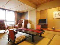 [一般客室‐和室10帖]シンプルながらも、畳のあたたかさに心安らぐ和の空間。