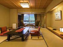 [一般客室‐和室12.5帖]グループにもおすすめの空間。枕を並べ、花咲く会話を。