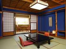 【スタンタ゛ート゛:和室】金沢伝統の渋く落ち着いた群青壁のお部屋です。(1室/2室中