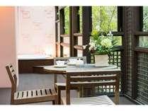 【お食事ライトプラン】4名様まで泊まれるデラックススイート 夕食はお部屋で「松花堂弁当」 ・ 朝食付