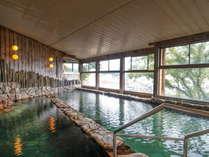 【大浴場:大黒の湯】熱めと温めの2種に浴槽が分かれています。(男女別で時間制)