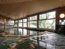 【大浴場:大黒の湯】こちらから階段をのぼり、露天風呂「福の湯」が併設されています。