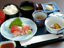*「お刺身定食」新潟ならではの旬のお刺身を盛り込んだ夕食です。(一例)