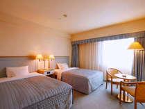 *「新館又は本館 デラックスツインルームB」ゆったりとしたベッドが心地よい眠りへ誘います。(一例)