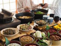 *【朝食一例】ほくほくのご飯と佃煮やお漬物で日本の朝食を!