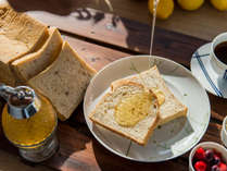 *【朝食一例】焼き立てのふっくら食感をお楽しみ下さい♪