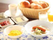 野菜のスープで温まります。朝食メニューの1例