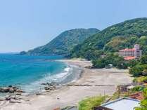 ホテルの目の前は遮るもののない砂浜、今井浜海岸