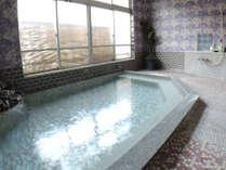 *男性風呂/100%源泉かけ流し、お肌がスベスベになる弱アルカリ性のお風呂。
