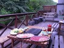 夕食にも、昼食にも!緑に溢れたバーベキューコーナーです(要事前予約)