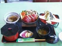 夕食2,800円のお食事一例です。いのしし鍋がメインです