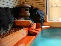 湯口から溢れる新鮮なお湯は、当館自慢の「湯畑」から引いた源泉掛流しの温泉!24時間入浴が可能です♪