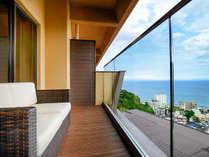 【禁煙】デイベッドキャビン「テラスのソファで刻々と変わる海と空の色を楽しめます」2017年7月