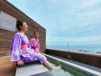 海抜80mの高台から望む伊豆諸島。季節ごとに時間ごとに移ろうパノラマビューをお楽しみください。