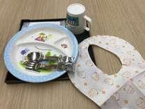 お子様用食器と紙エプロン
