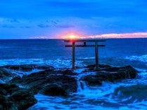 【神磯の鳥居】朝日が鳥居を超える瞬間