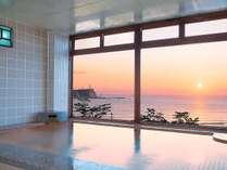 ホテル塩屋崎 温泉大浴場 朝日の眺め
