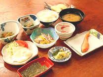 *家庭的な味の朝食。朝からしっかりパワーチャージ!(一例)