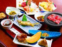 *【夕食全体例】主人自ら腕を振るう料理は、クチコミでも高得点を頂いております。