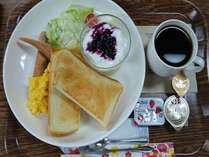朝食トーストセット(1Fパピンスカフェにて500円で販売中/毎週水曜定休日)