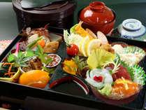 ≪豪華箱膳弁当『寿-kotobuki』≫お造りなど季節のお料理をギュッと詰め込みました♪