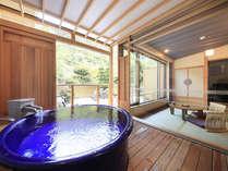 ○【粋彩42㎡以上】の露天風呂はゆったり大きなサイズで大人二人も余裕です♪