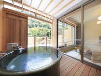 ○【翡翠】の露天風呂はゆったり大きなサイズで大人二人も余裕です♪