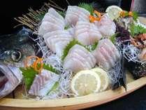 大人3名以上のグループ旅にお勧め!アワビ・タコ・舟盛りなど丸ごと豪快に島の海幸を食べ尽くす