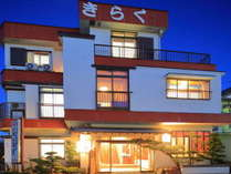 篠島港から徒歩約5分※車の無料送迎も可能です。ご連絡下さい。0569-67-2178