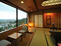 ・タワー館和室の一例。城下町を一望の眺望の良いお部屋