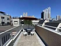 築2年。充実した設備や共有スペース、屋上あり!