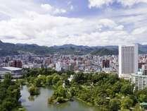 ホテル外観と中島公園