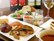 道産食材を使用したこだわりの朝食と共に、朝からワインをお楽しみいただけます