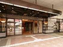 正面玄関(小倉駅南口)駅に向かって右側