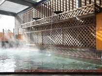 露天風呂もある大浴場は森林浴と共にゆっくりとリラックス。【営業時間】6:00~23:00