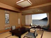 大浦湾を望む海側和室となります。