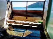 大浦湾を望む露天風呂