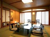 和室(森の館) ※山々に囲まれた景色が自慢のお部屋です。2012年4月撮影