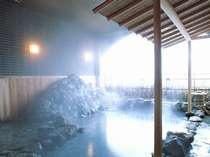 露天風呂(和風)※鶯宿の名湯を心行くまでご堪能ください。2010年4月撮影