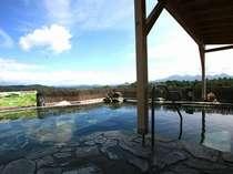 大自然に囲まれた空中露天風呂(和風)※開放感溢れる絶景♪2010年10月撮影