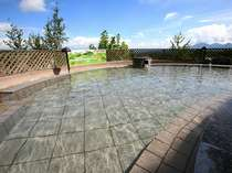 大自然に囲まれた空中露天風呂※開放感溢れる絶景の露天風呂は好評です♪2012年10月撮影
