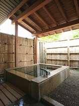 特別室内 露天風呂(離れ)100%源泉掛け流しの露天風呂、檜風呂を♪2012年10月撮影