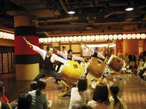 おまつり広場♪お食事後にお楽しみいただける、太鼓ショー、餅つきなど毎日開催中!/2012年8月撮影