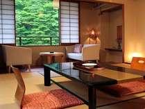 【本館・春還楼】ゆったり広々とくつろげる快適な和空間。四季折々の風景も楽しめます。(バストイレ付)