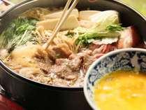 お肉&高原野菜たっぷりのすき焼き!玉子にくぐらせパクリ※食事一例
