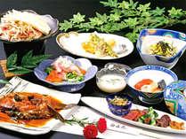 *お夕食一例。地元の食材に旬の彩りを添え、丹精込めたお料理をご提供しています!
